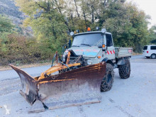 Camión volquete Unimog U406
