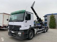 Kamión hákový nosič kontajnerov Mercedes Actros 2532