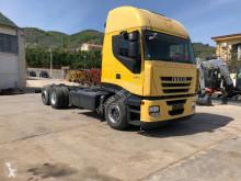 Camião Iveco Stralis 260 S 42 piso móvel usado