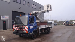 Camião plataforma DAF 800 ATI (STEEL SUSPENSION / MANUAL PUMP / LIFT 15 METER / GOOD BELGIAN TRUCK)
