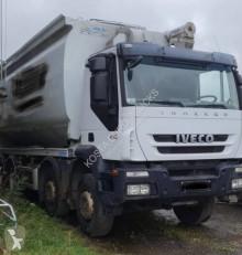 Camião cisterna alimentar Iveco Trakker 410