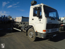 Camión Gancho portacontenedor Volvo FL7 230