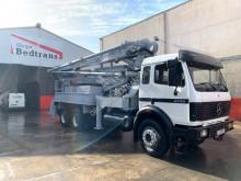 Kamión betonárske zariadenie čerpadlo na betónovú zmes Mercedes SK 2435
