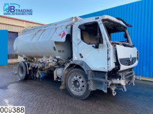 Camion Renault Premium 270 cisterna prodotti chimici incidentato