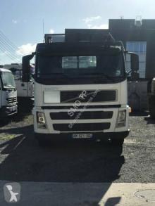 Kamión vozidlo s hákovým nosičom kontajnerov Volvo FM9