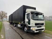Vrachtwagen met aanhanger BDF Volvo
