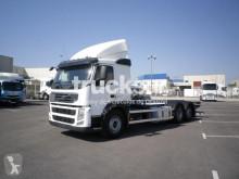 Camión chasis Volvo FM ejes 6x2*4