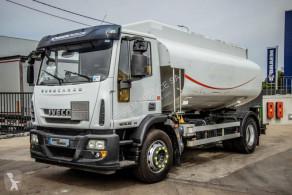 Vrachtwagen tank koolwaterstoffen Iveco Eurocargo