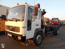 Camión Gancho portacontenedor Volvo FL 180