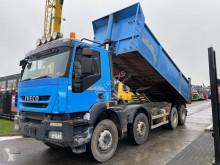 Vrachtwagen Iveco Trakker tweedehands kipper
