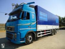 Camión Volvo tautliner (lonas correderas) usado