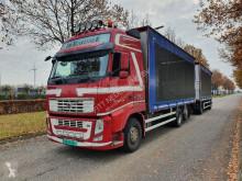 Lastbil med släp skjutbara ridåer (flexibla skjutbara sidoväggar) Volvo FH
