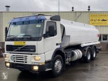 Camión Volvo FM7 cisterna usado