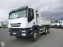 Iveco hátra és egy oldalra billenő kocsi teherautó Trakker 360