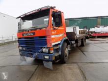 Lastbil Scania 82 oprijwagen met rampen platta begagnad