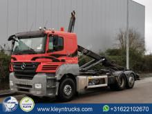 Kamión hákový nosič kontajnerov Mercedes Axor 2543