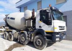 Camion béton toupie / Malaxeur Iveco Trakker 410 T 45