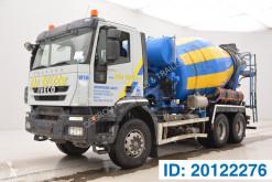Camion béton toupie / Malaxeur Iveco Trakker