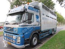 Camión para ganado bovino Volvo FM12