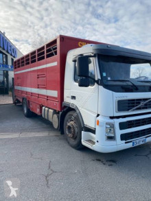 Camión para ganado bovino Volvo FM 340