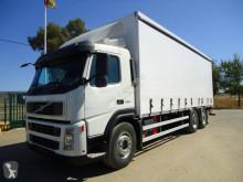 Volvo függönyponyvaroló teherautó