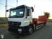 Mercedes gépszállító teherautó
