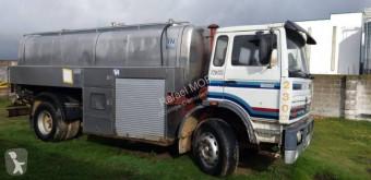Camión Renault DG 230.20 cisterna de agua usado