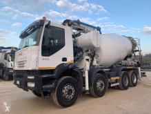 Camion béton malaxeur + pompe Iveco Trakker