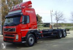 Volvo konténerszállító teherautó