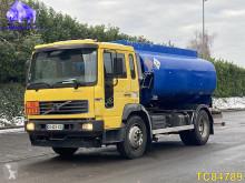 Camion cisterna Volvo FLC