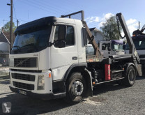 Kamión vozidlo s hákovým nosičom kontajnerov Volvo FM 300