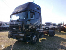 Camión chasis Iveco Eurostar 420
