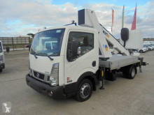 Camião plataforma telescópico Nissan NT 400