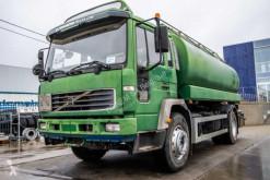 Vrachtwagen Volvo FL 250 tweedehands tank koolwaterstoffen