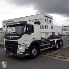 Camión Gancho portacontenedor Volvo FM12 460