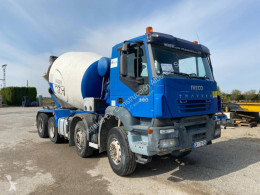 Camião betão betoneira / Misturador Iveco Trakker