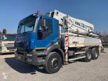 Kamión Iveco Trakker betonárske zariadenie čerpadlo na betónovú zmes ojazdený