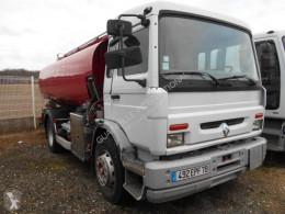 Kamión cisterna uhľovodíky Renault Midlum