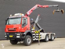 Camión Iveco Trakker Gancho portacontenedor usado