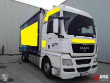 MAN tautliner truck TGX 18.400