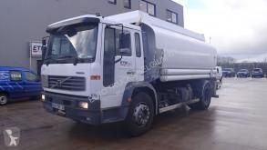 Kamión Volvo FL6 cisterna ojazdený