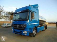 Mercedes tartálykocsi teherautó