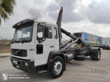 Camion Volvo FL6 250 porte containers occasion