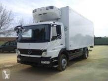Mercedes hűtőkocsi teherautó