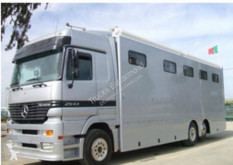 Teherautó Mercedes Actros 2543 használt állatszállító pótkocsi