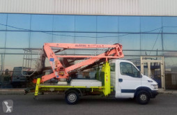 Camión plataforma elevadora Iveco 35S 18m truck-mounted platform