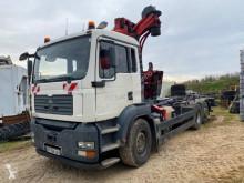 Kamión vozidlo s hákovým nosičom kontajnerov MAN TGA 26.360