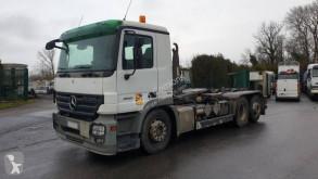 Kamión vozidlo s hákovým nosičom kontajnerov Mercedes Actros 2541