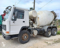 Camion béton toupie / Malaxeur Volvo FL10