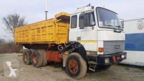 Camión volquete volquete trilateral Iveco 330.36